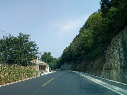乡村柏油路