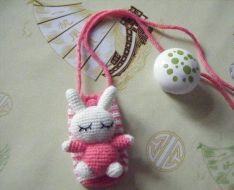 钩织的白兔手机套
